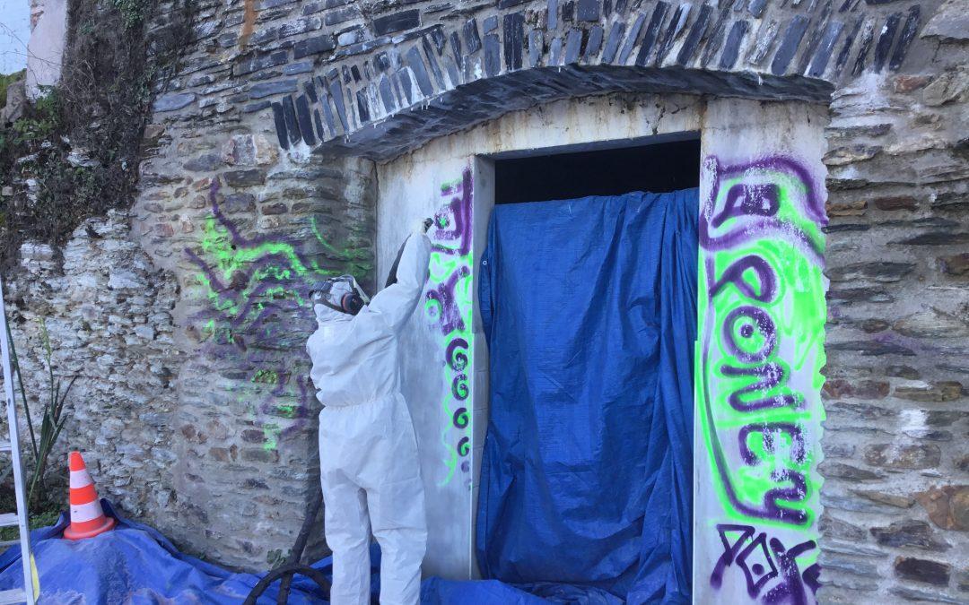 Nettoyage de graffitis par aerogommage dans le Maine et Loire