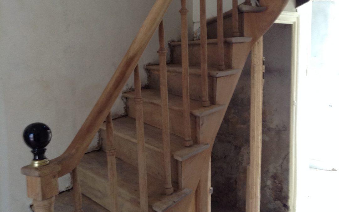 Sablage par aerogommage d'un escalier en chêne massif