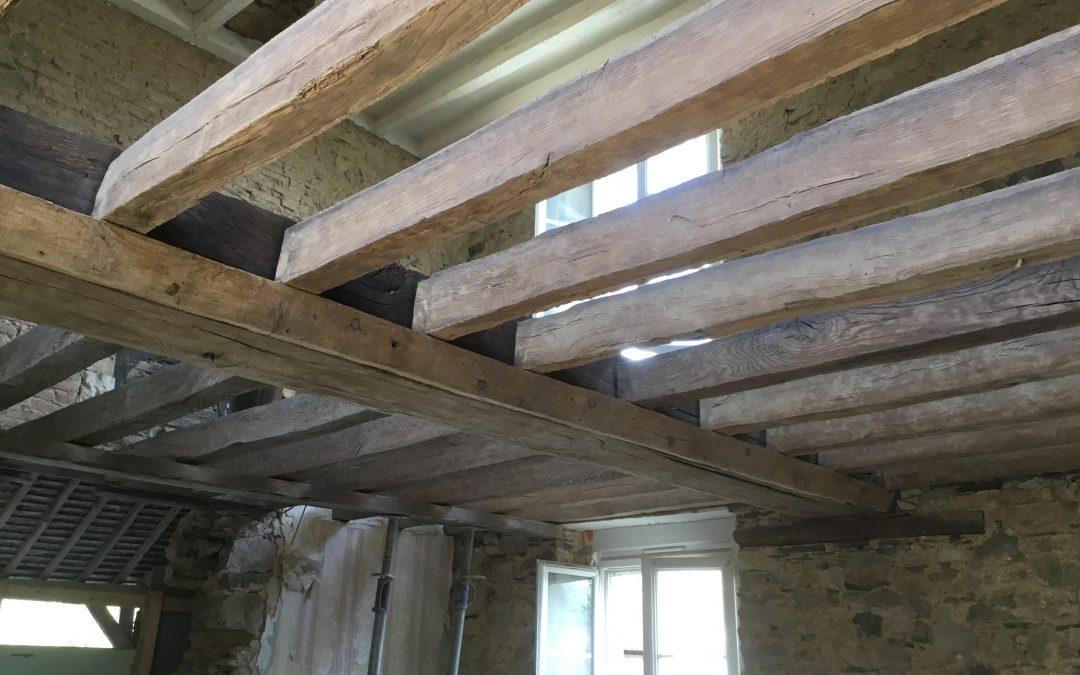 Sablage par Aerogommage de poutre en chêne dans le Maine  et Loire