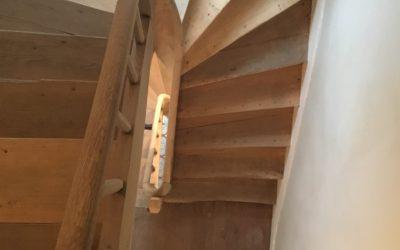 Décapage par aerogommage d'un escalier en chêne