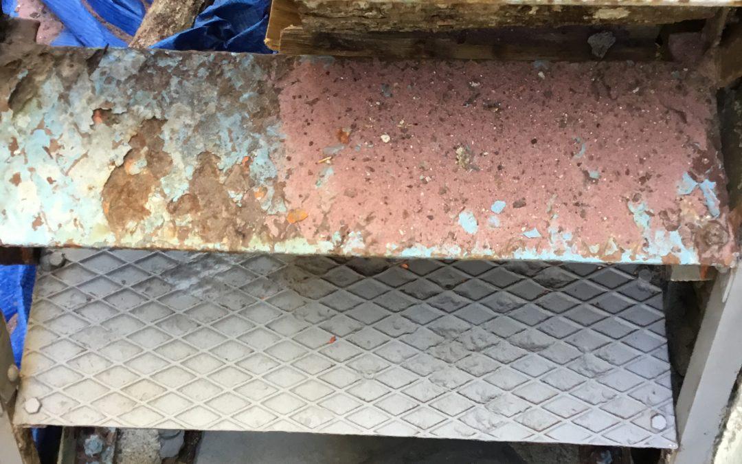 Sablage par Aerogommage d'un escalier en acier dans le Maine et Loire