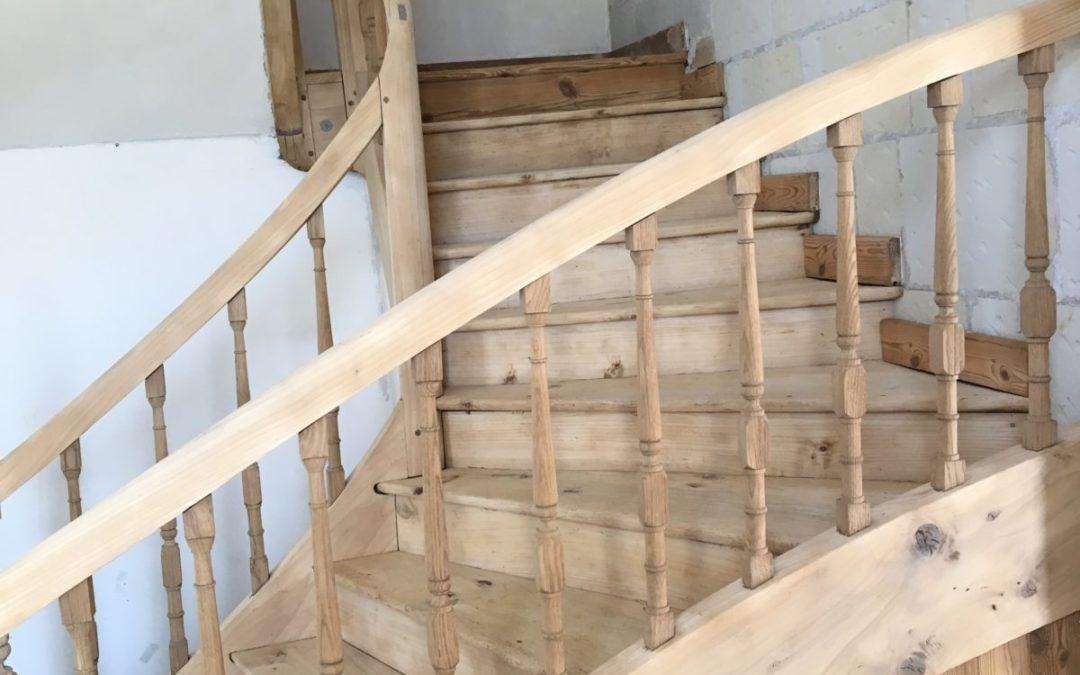 Aerogommage d'un escalier en chêne à saint Mathurin/Loire