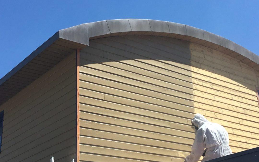 Aerogommage de façade mélèze peinte